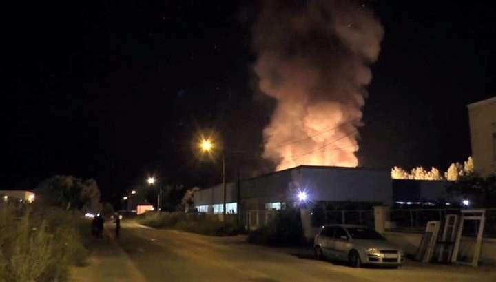 Париж снова в огне: за ночь сожжено 12 легковых автомобилей