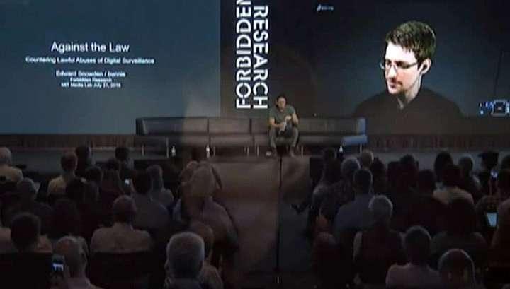 Эдвард Сноуден представил антишпионский чехол для сотового телефона