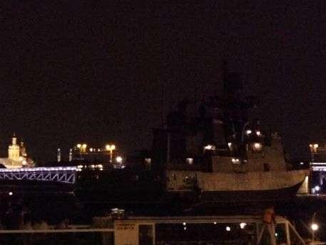День ВМФ: Боевые корабли вошли в центр Санкт-Петербурга