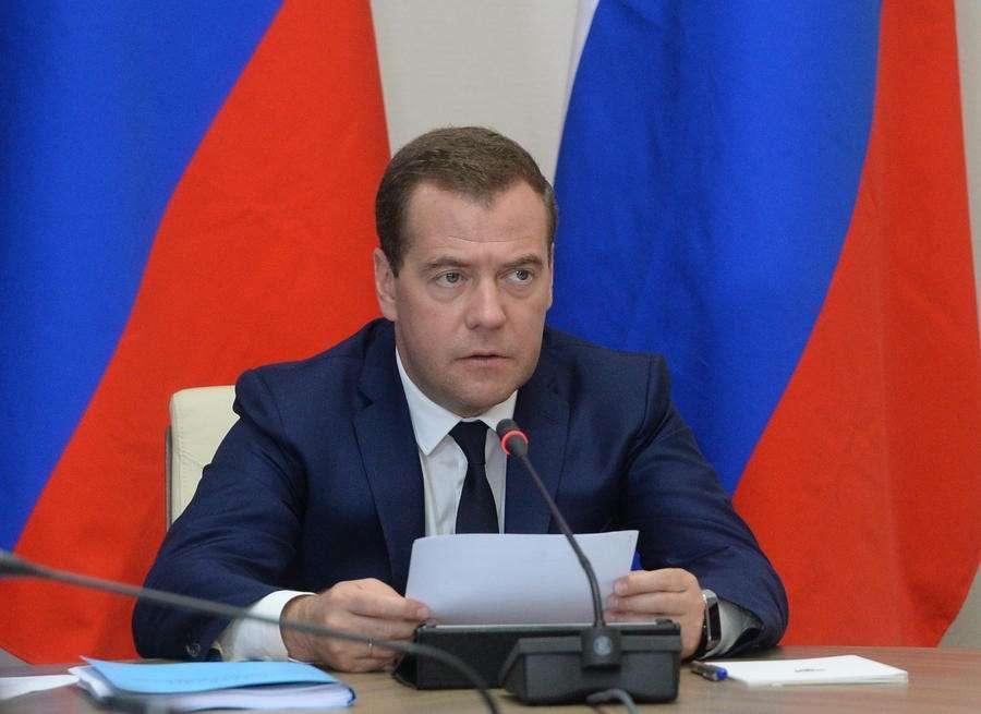 Дмитрий Медведев: Пётр Порошенко несёт личную ответственность за жертвы на Украине