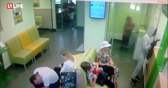 Ограбление Сбербанка в Перми попало на видео