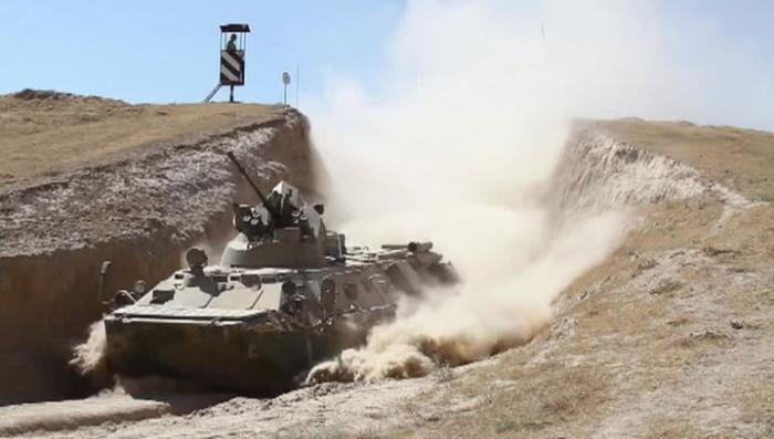 В горах Таджикистана впервые испытали новые БТР-82А