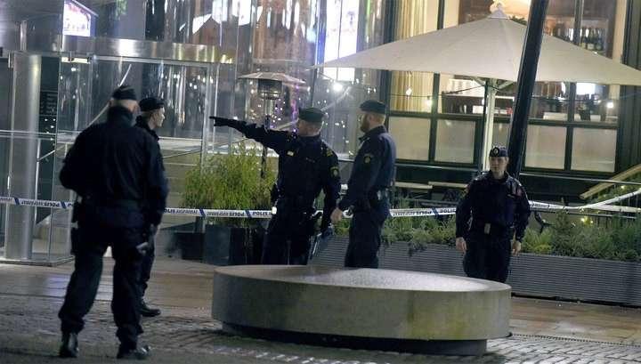 В Швеции открыли стрельбу в торговом центре