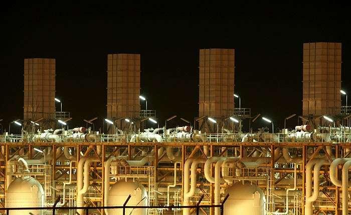 Один из заводов нефтегазоносного бассейна Персидского залива, принадлежащий Катару.
