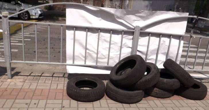 День в ДНР: 2 года обстрелов, восстановленный в должности ректор-коррупционер, шины возле прокуратуры Мариуполя