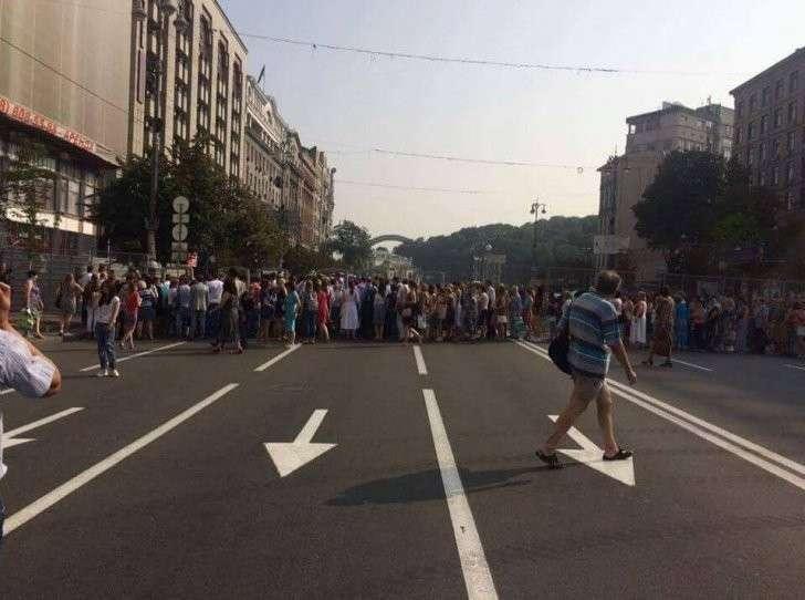 Крестный Ход - это симулякр, который должен показать, что гражданской войны на Украине нет