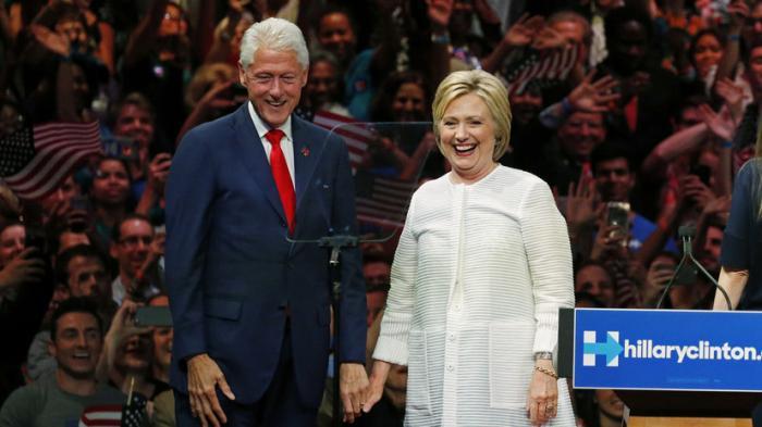 «Деньги Клинтонов»: преступления жуликоватой семьи, о которых расскажут в новом документальном фильме