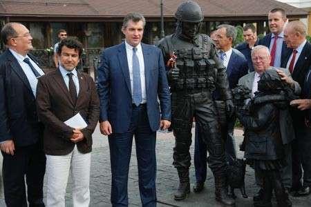Французские депутаты сфотографировались с «вежливыми людьми» в Крыму