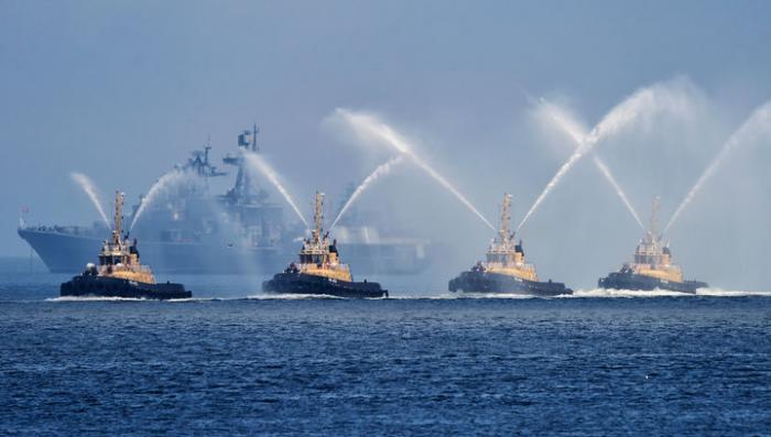 День ВМФ: на «Варяге» выступил Симфонический оркестр под руководством Гергиева