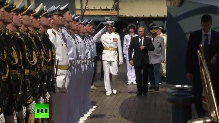 В День ВМФ России Президент Владимир Путин посетил крейсер «Аврора»