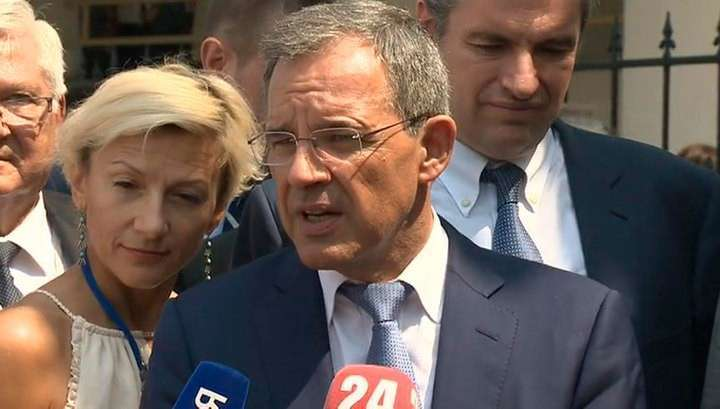 Французских депутатов научили фразе «Крым наш»