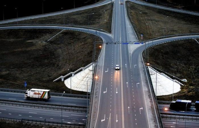 В России на строительство 15 тыс. км платных дорог потратят 7 трлн. рублей