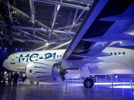 Чемезов доложил Владимиру Путину, когда новейший самолёт МС-21 запустят в серийное производство