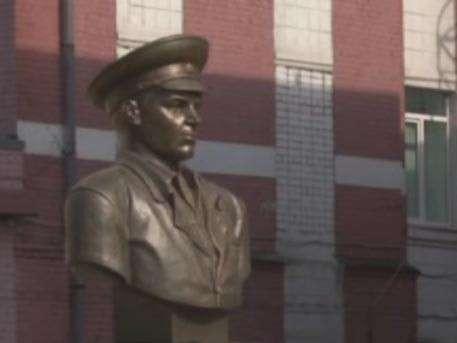 Легендарному Василию Маргелову открыли памятник в Ярославской области