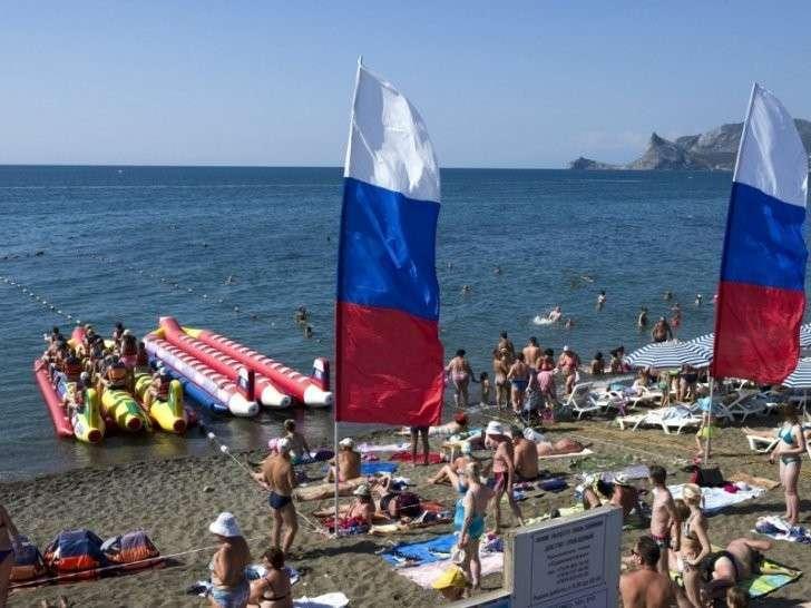 Ажиотаж в Крыму: украинцы массово едут на отдых в российский Крым