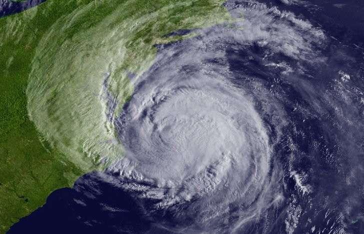 Тропический шторм «Эрл» над Карибским морем превратился в ураган первой категории
