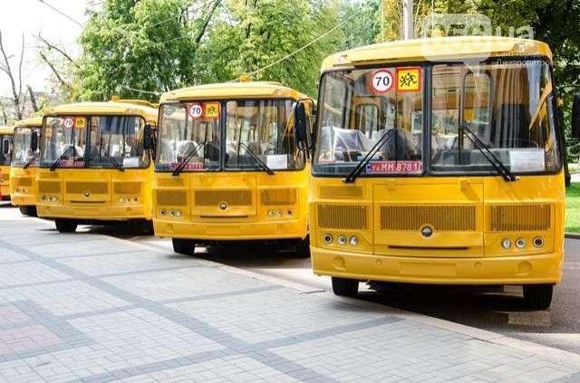 Школам Днепропетровской области на Украине передали 32 новых автобуса ПАЗ