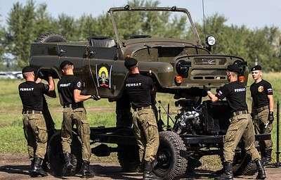 Военные показали, как разобрать и собрать УАЗ за 90 секунд