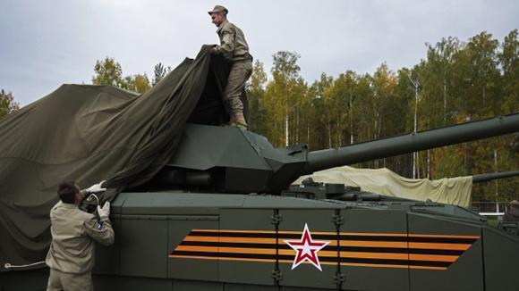 Российские ученые разработали «плащ-невидимку» для военной техники