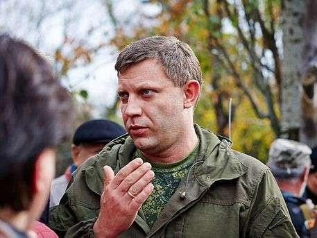 Александр Захарченко приехал в больницу к раненому Плотницкому