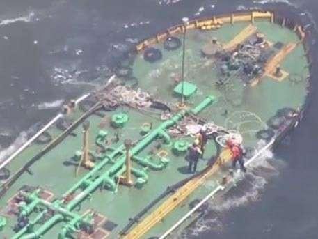 В Токийском заливе столкнулись два нефтеналивных танкера
