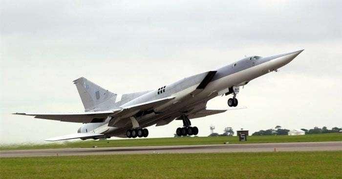 Шесть дальних бомбардировщиков Ту-22М3, вылетевшие из России, нанесли удар по объектам ИГ в Сирии