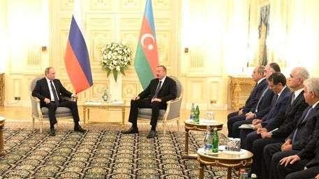 Владимир Путин встретился в Баку с Ильхамом Алиевым