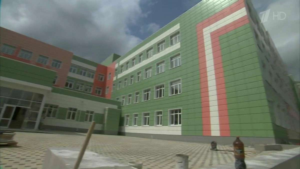 В российских регионах открываются новые школы, оснащенные современной техникой