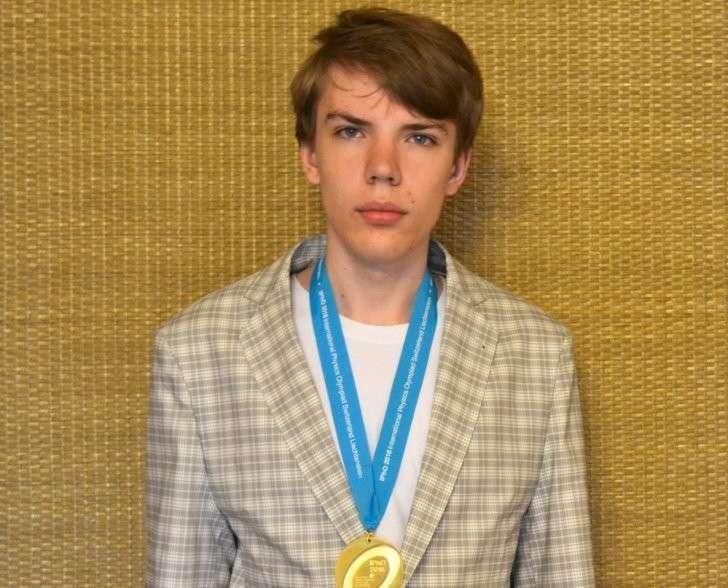 Илья Кочергин из Москвы стал победителем международной олимпиады по физике, обойдя соперников из 90 стран