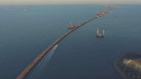 Опубликовано новое видео с высоты строительства Крымского моста