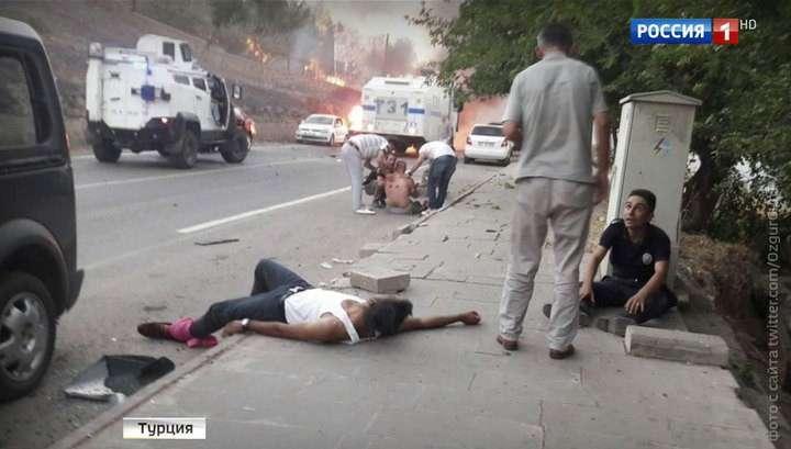 В Турции во время взрыва сегодня погибли не менее 4 человек, свыше 25 ранено