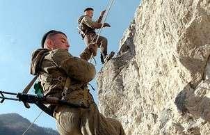 Российские военные первыми покорили Эльбрус в рамках АрМИ-2016