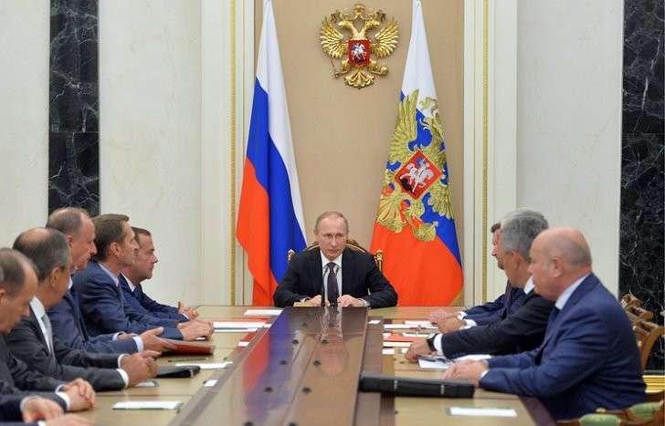 Президент России Владимир Путин на совещании с постоянными членами Совета безопасности РФ в Кремле, 11 августа