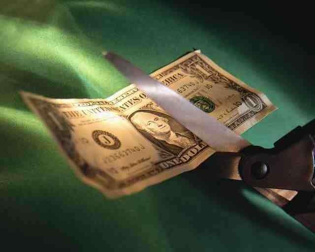 Наказывая Францию, США ускорили процесс отказа от доллара