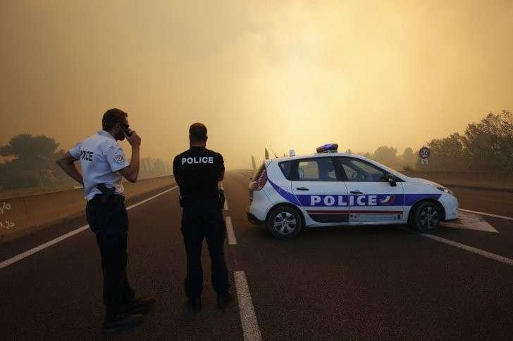 Пожары во Франции вышли из-под контроля: огонь подступил к Марселю