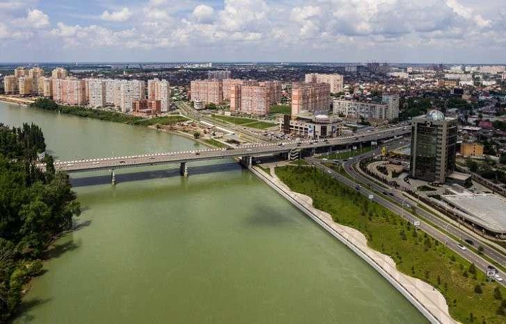 Роспотребнадзор много лет запрещает краснодарцам купаться в реке Кубань из-за качества воды