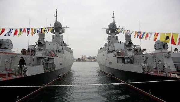 Новые малые ракетные корабли Зеленый Дол (слева) и Серпухов. Архивное фото