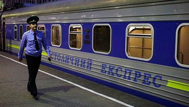 Сотрудник пограничной службы у поезда Москва-Киев. Архивное фото