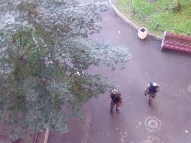 Спецназ ФСБ задерживает боевиков в Санкт-Петербурге
