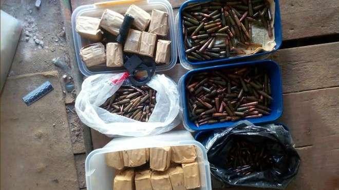 Найденный под Москвой схрон оружия принадлежал крупной банде