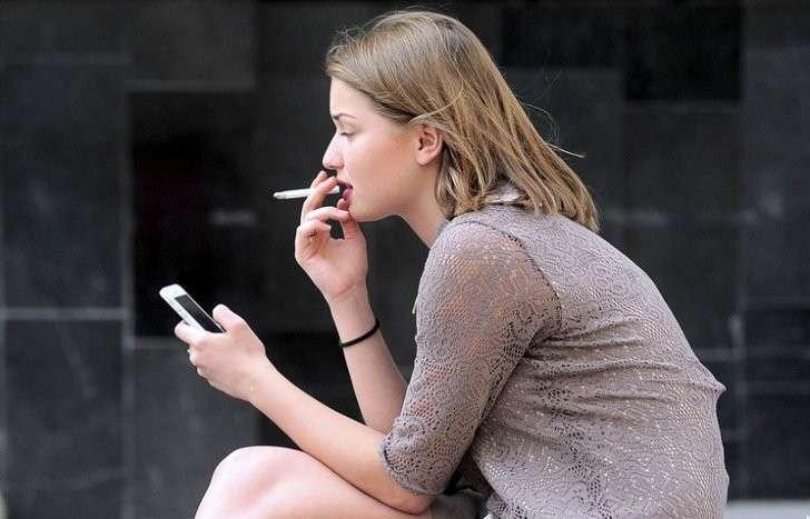 Молодые курящие девушки фото 10