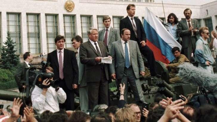 Августовский путч: 25 лет назад паразиты бросились рвать на части СССР
