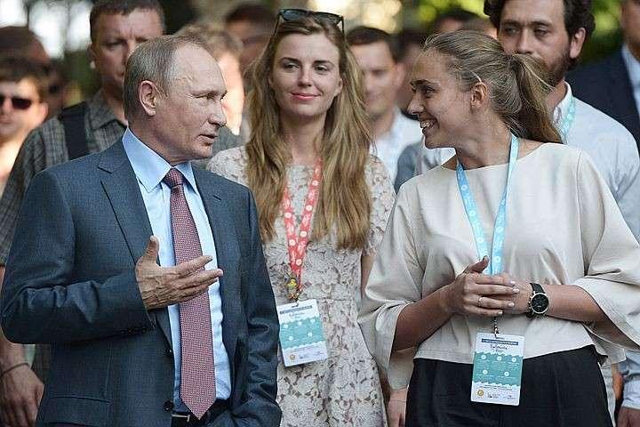 Владимир Путин пообщался с участниками молодежного лагеря Таврида в Крыму