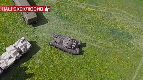 Корреспондент «Звезды» сумел перевернуть надувной танк Т-80