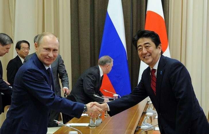 Президент России Владимир Путин и премьер-министр Японии Синдзо Абэ (слева направо)