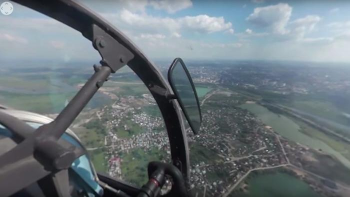 Вид из кабины истребителя Су-30 на конкурсе «Авиадартс-2016»