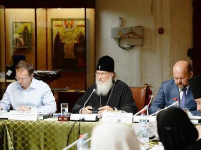Патриарх Кирилл Гундяев возмущается. Но возможно он вовсе не патриарх
