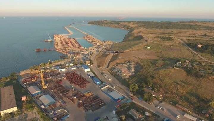 Строители приступили к возведению судоходной арки Крымского моста