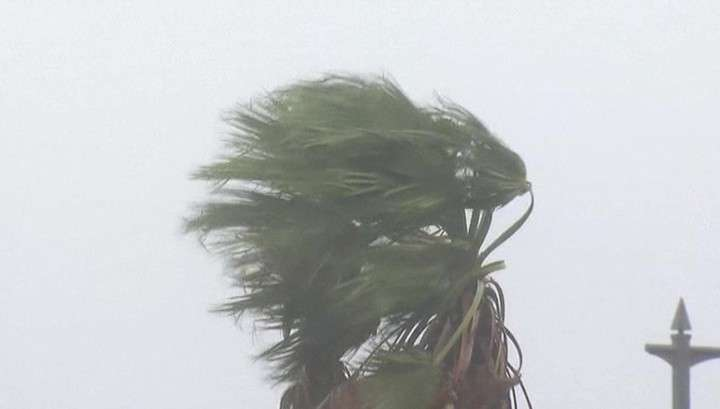 Тайфун «Одуванчик» разбушевался не на шутку: в Японии оползни, наводнения, шторм