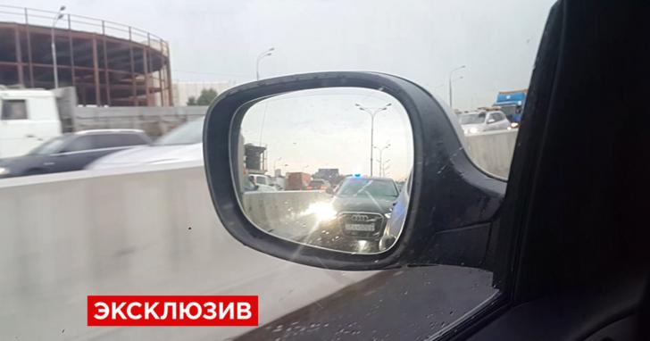 Москвич пять минут троллил кортеж чиновника с номерами АМР и ЕКХ